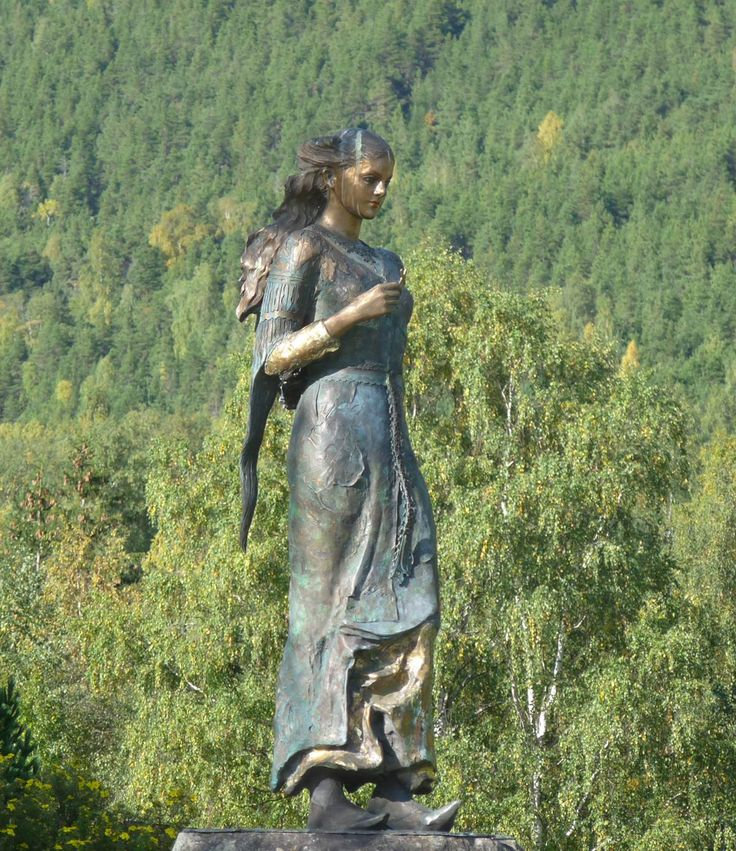 This sculpture of Kristin Lavransdatter stands in Sel and here is also the medieval center Jørundgard. Undset lived in Bjerkebæk near Lillehammer most of her life.